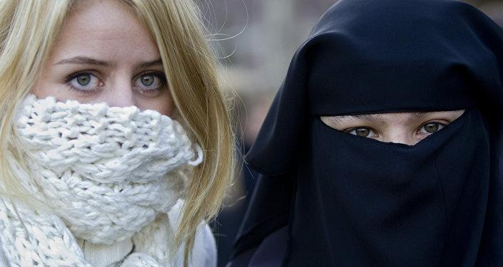 حظر جزئي لارتداء البرقة والنقاب في الأماكن العامة في هولندا