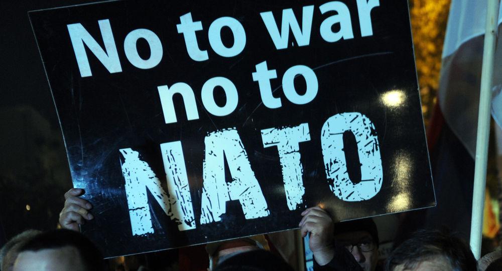 محتجون على ضم الجبل الأسود إلى الناتو