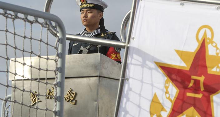 البحارة الصينيون على متن فرقاطة صينية يانتشينغ وأخرى داكينغ، في سان دييغو، الولايات المتحدة 6 ديسمبر/ كانون الأول 2016