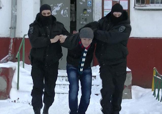 نفذت أجهزة الأمن في موسكو وإقليمها، اليوم الأربعاء، عملية واسعة النطاق للقبض على 20 شخصاً، بشبهة التطرف