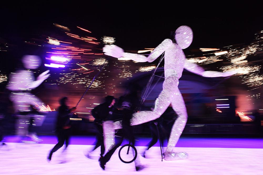 عرض التزلج على الجليد في حديقة في دي ان خا، موسكو ديسمبر/ كانون الأول 2016