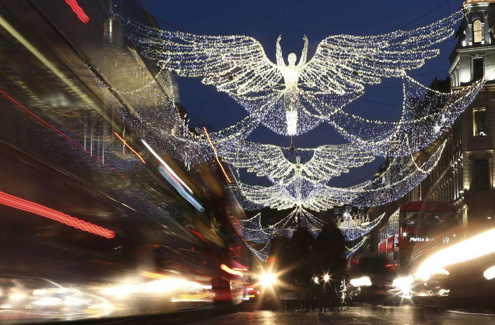 أضواء الزينة في شوارع لندن، بريطانيا 3 ديسمبر/ كانون الأول 2016