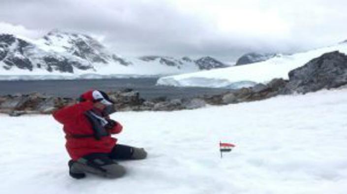 العلم السوري في القطب الجنوبي