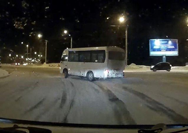 سائق حافلة مجنون