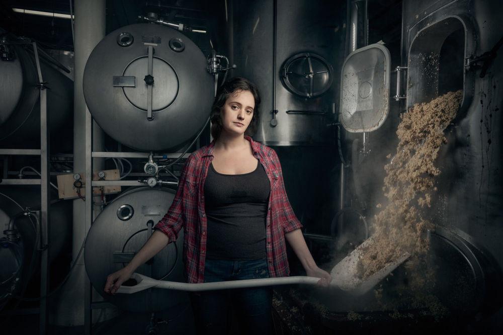 فتاة تعمل في مصنع القديس بنيامين، فيلاديلفيا، الولايات المتحدة