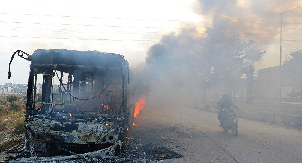 المسلحون يحرقون حافلات نقل المدنيين في ريف إدلب