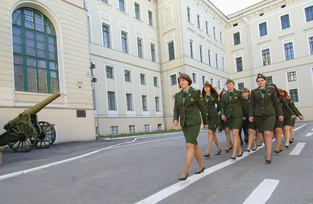 فتيات قوات الصواريخ الروسية