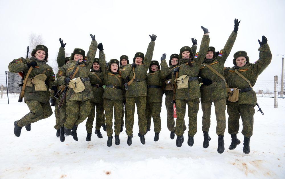 فتيات قوات الصواريخ الاستراتيجية الروسية