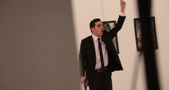 صورة لمسلح  أطلق النار على السفير الروسي في أنقرة