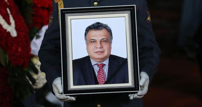 وصول جثمان السفير الروسي إلى تركيا أندريه كارلوف إلى مطار فنوكوفو في موسكو