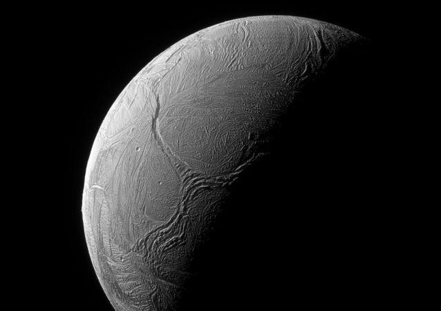 سطح القمر إنسيلادوس