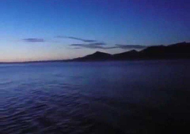 أحد البحارة بتصوير الليل و النهار في آن واحد