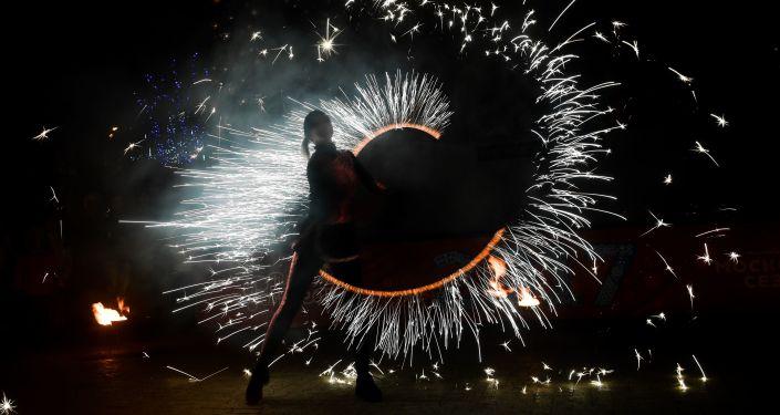 ألعاب نارية وضوئية في تفيرسكو بولفار في موسكو استعداداً لاستقبال رأس السنة الجديدة