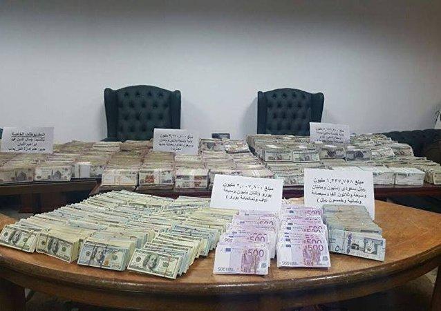 مبالغ مالية ضبطت في بيت مسئول مصري