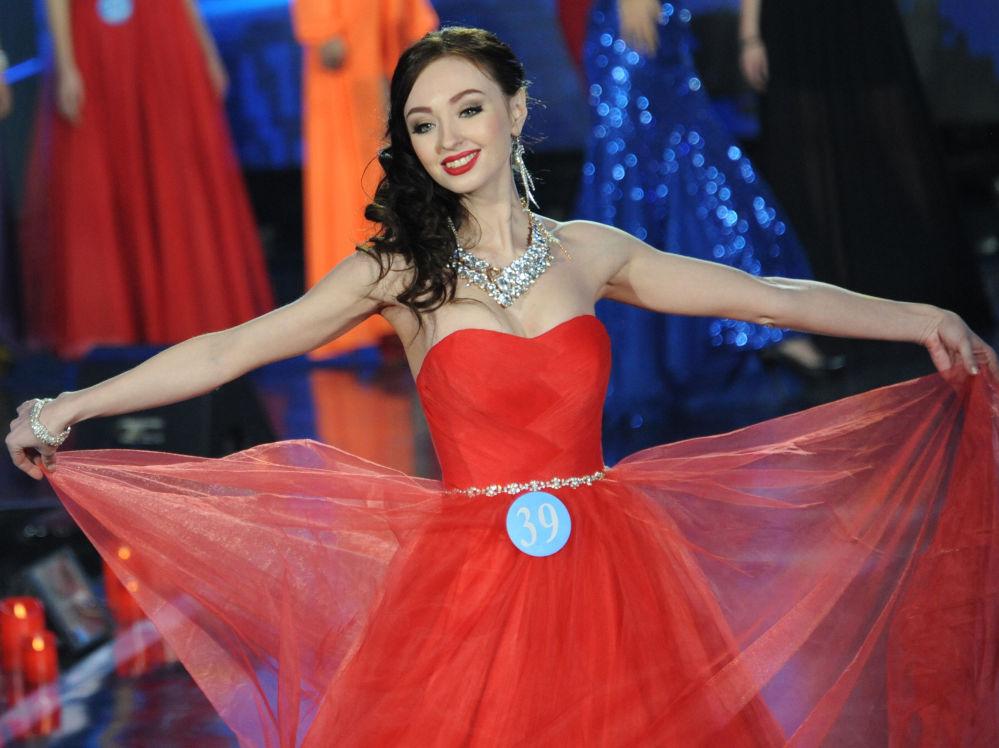 الروسية في نهائي المسابقة الدولية الروسية-المنغولية-الصينية - ملكة الثلج في الصين، فيكتوريا بوريسوفا