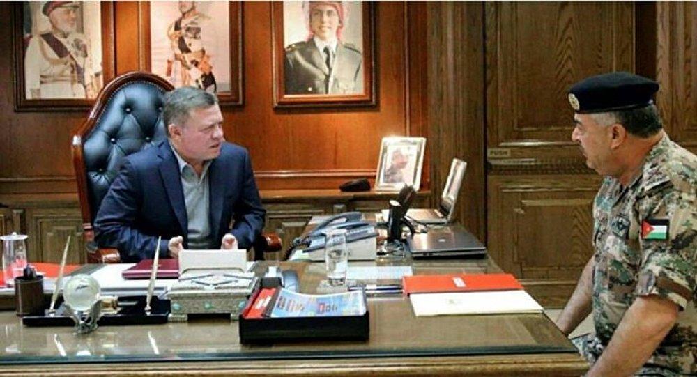 الفريق الركن محمود فريحات مع الرئيس الأردني
