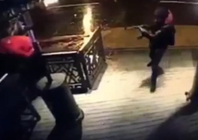 لحظة بداية الهجوم على ملهى رينا في اسطنبول