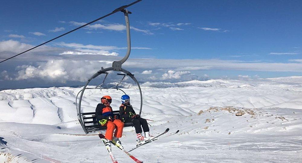 التزلج في جبال لبنان