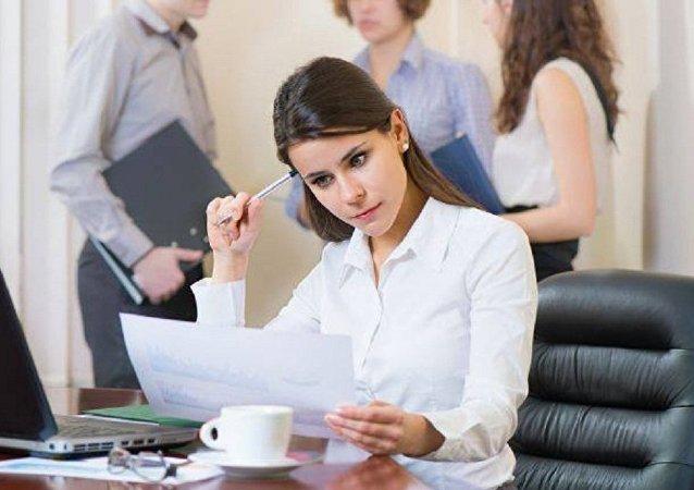 المرأة العاملة أكثر توترا من الرجل