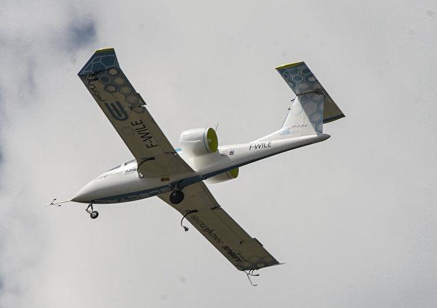 طائرة كهربائية