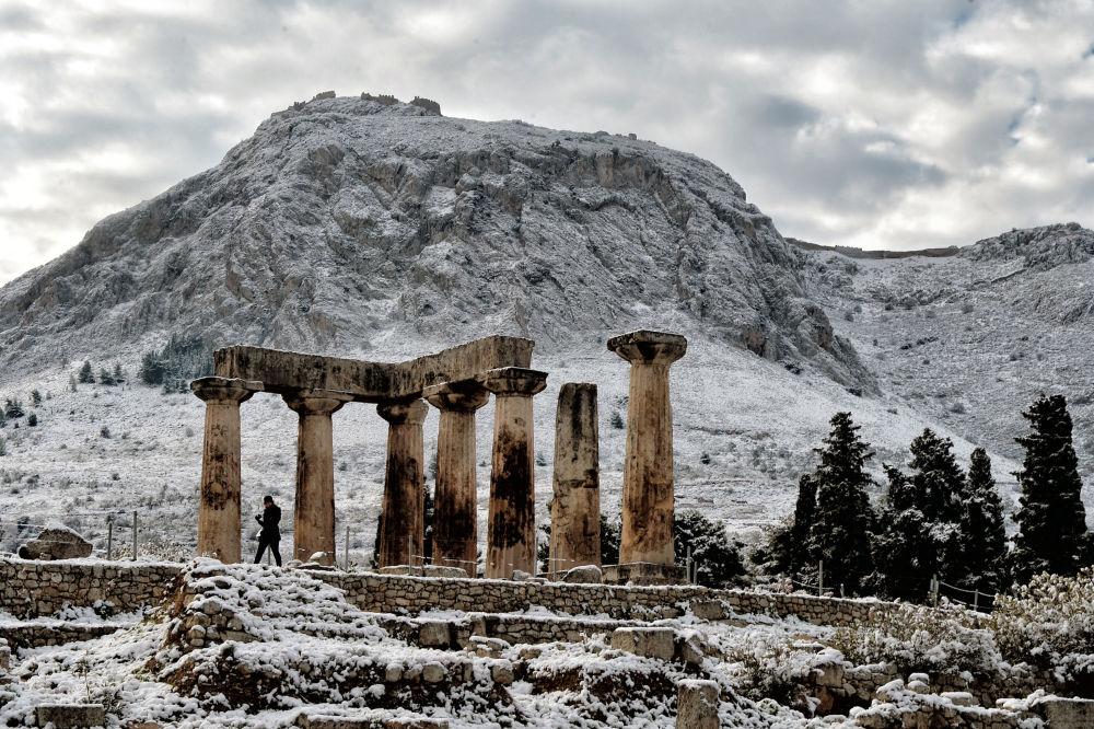 معبد أبولون في أثينا، اليونان