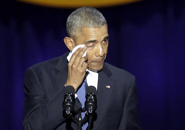 الرئيس الأمريكي باراك أوباما يبكي خلال خطابه الأخير كرئيس للولايات المتحدة في شيكاغو، 10 يناير/ كانون الثاني 2017