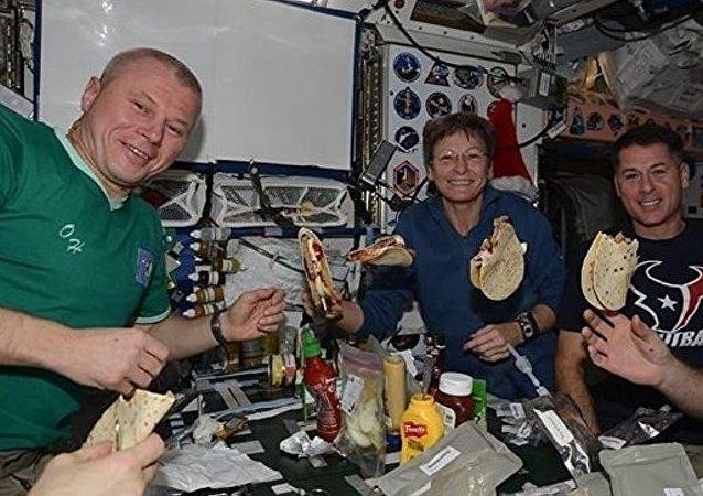 حياة رواد الفضاء