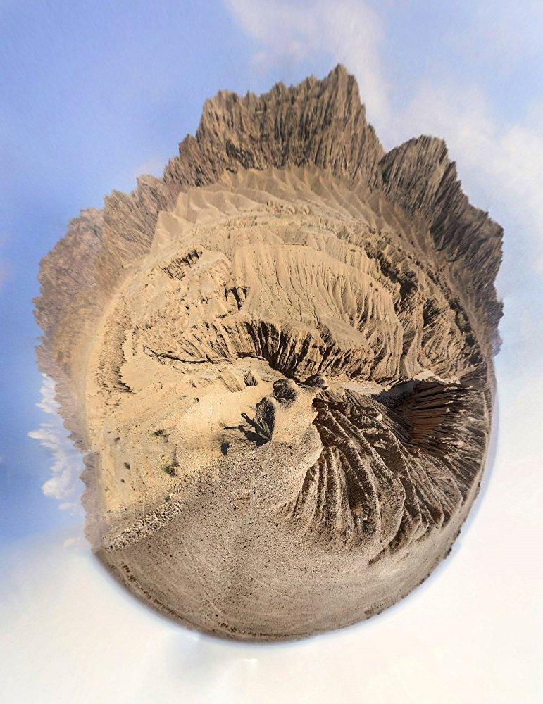 شكل غريب من الأودية المحلية، يعد كنزا ثمينا لمحبي جمال الطبيعة.