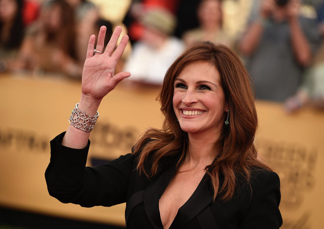 Julia Roberts arrives at the 21st annual Screen Actors Guild Awards at the Shrine Auditorium