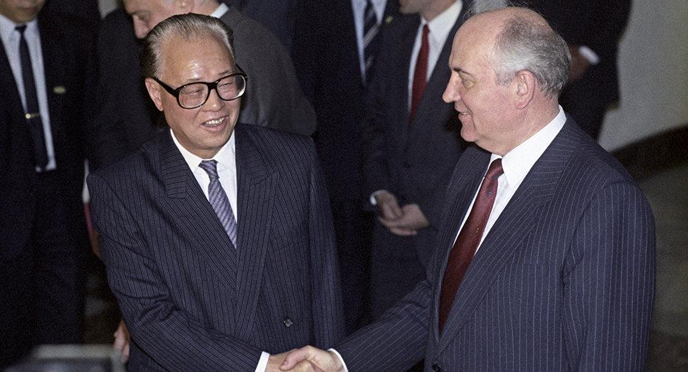 ميخائيل غورباتشوف وجاو جيانغ