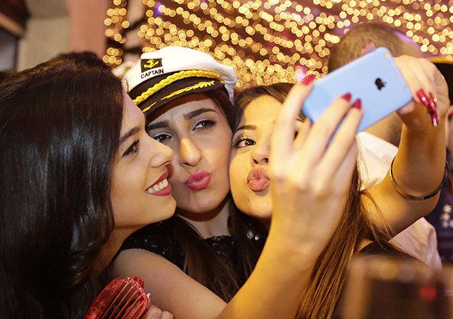 فتيات لبنانيات