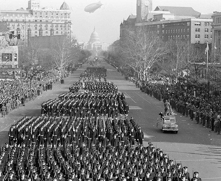 العرض العسكري أثناء مراسم تنصيب الرئيس الأمريكي الـ33 هاري ترومان، عام 1949