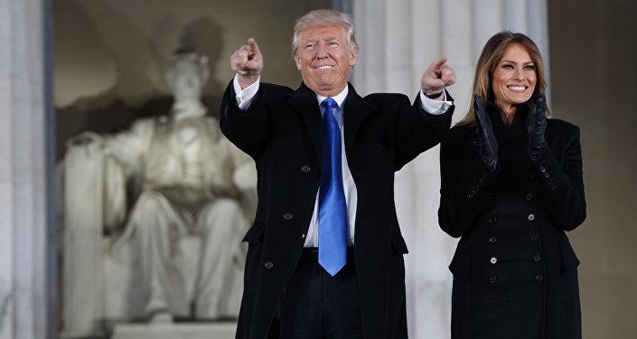 الرئيس الأمريكي المنتخب دونالد ترامب وزوجته  ميلانيا ترامب