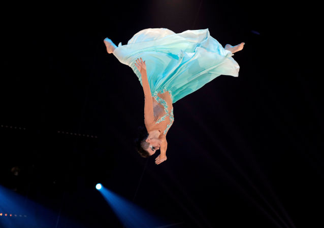 Артистка труппы Александра Скокова на 41-м Международном цирковом фестивале в Монте-Карло, Монако