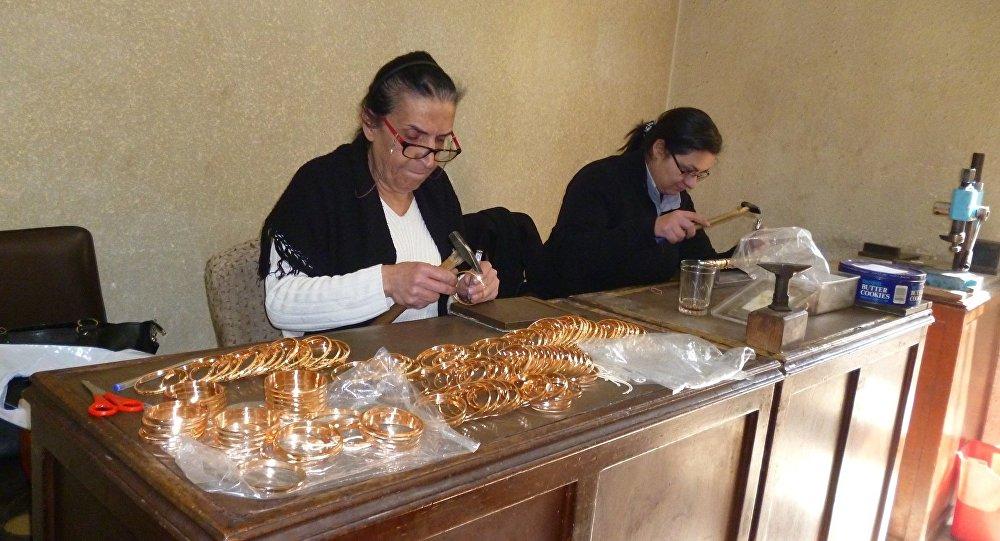 2dc762adce7b5 بالصور...الكشف عن شيفرة تميز الذهب السوري في دول العالم - Sputnik Arabic