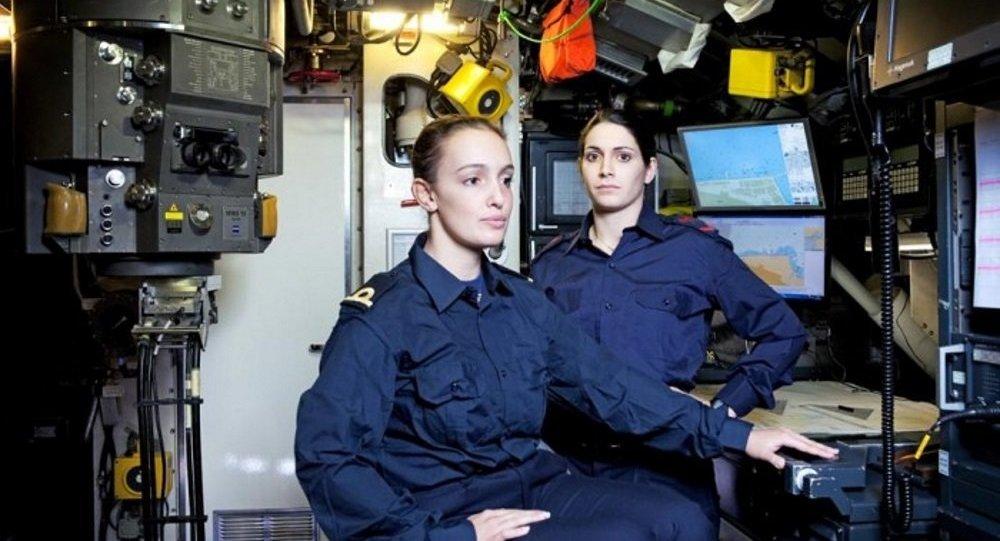 للمرة الأولى...المرأة على متن الغواصات الإيطالية