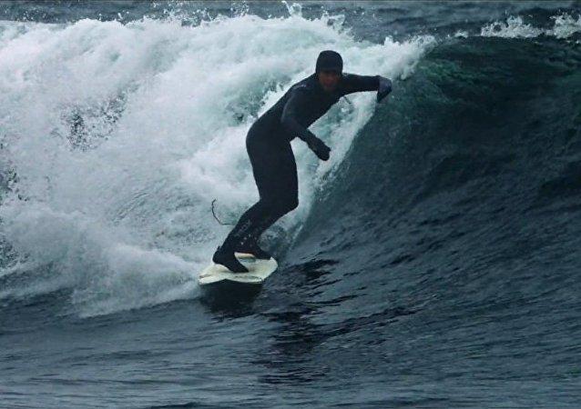 SURF IN SIBERIA ARCTIC OCEAN