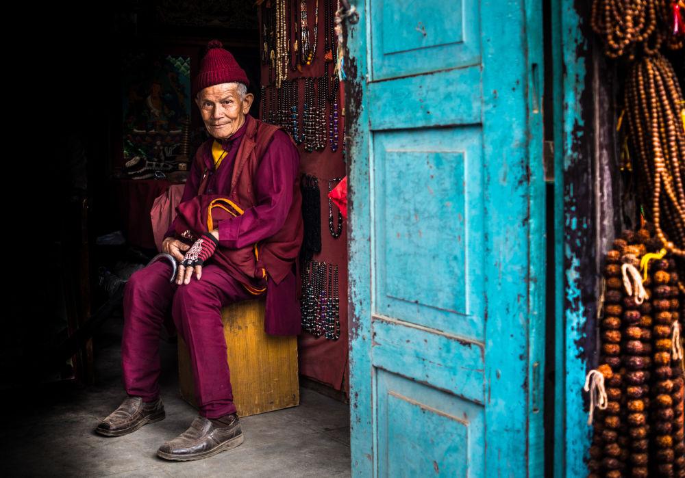 رجل على مدخل الباب، نيبال- للمصور فرانسيس كوكس المشارك في مسابقة National Geographic Traveller-2017 // Photo, Rashid Khaidanov/National Geographic Traveller