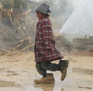 فتاة صغيرة في مخيم للاجئين في الغوطة بريف دمشق، سوريا 8 فبراير/ شباط 2017