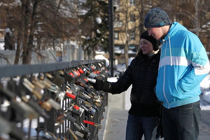 أحد جسور عيد الحب في يكتررينبورغ الروسية