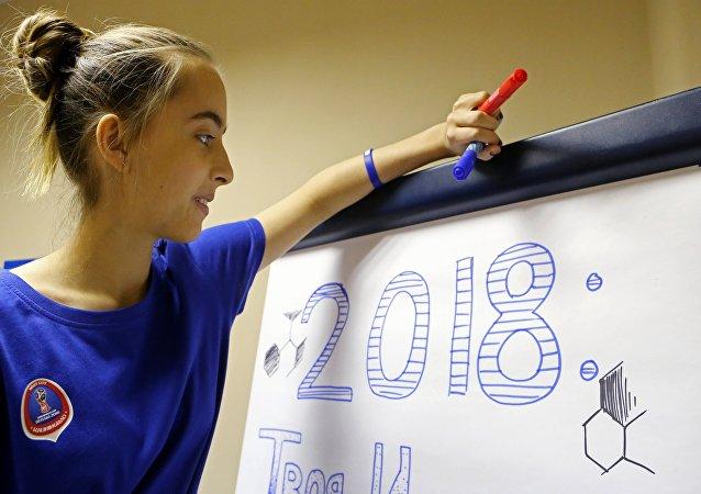 تدريس اللغة الروسية لمتطوعي كأسي العالم و القارات