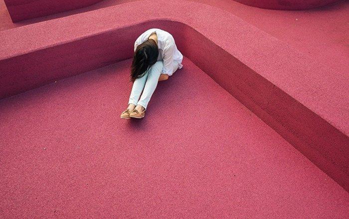 مرض نادر يمنع فتاة من الاستحمام (صور)