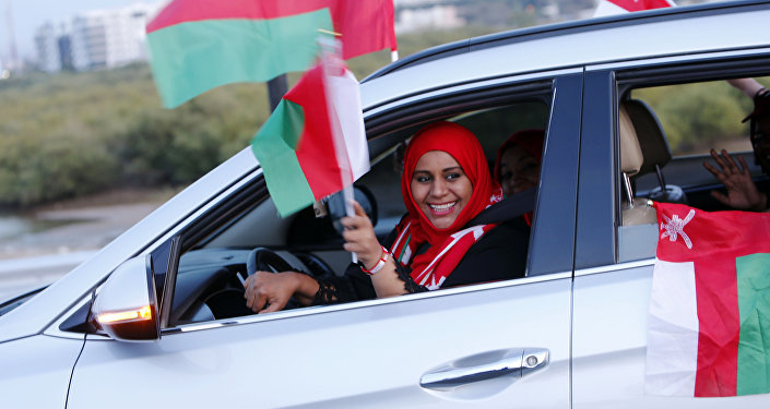 امرأة عمانية تقود السيارة