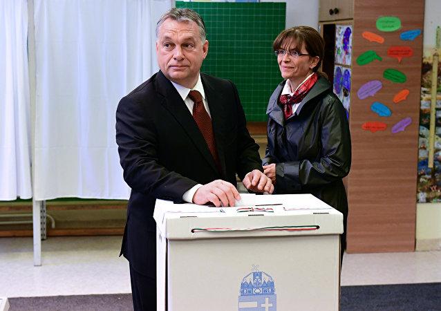 رئيس الوزراء المجري فيكتور أوربان برفقة زوجته أنيكو ليفاي