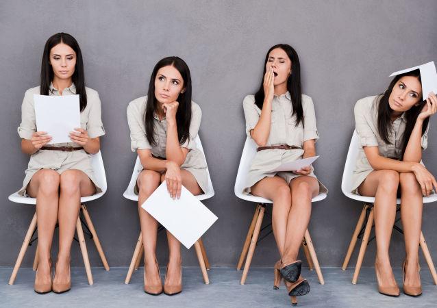 أوضاع جلوس المرأة المختلفة