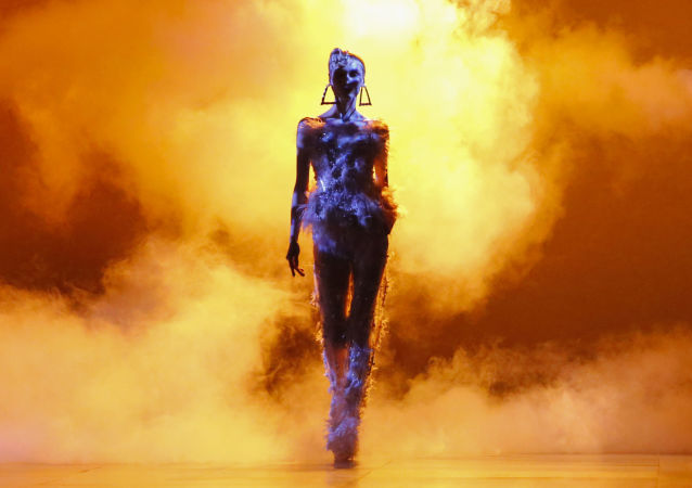 عارضات أزياء تقدم أزياء ذا بلوندس في عرض أسبوع نيويورك للموضة، مانهاتن، الولايات المتحدة 13 فبراير/ شباط 2017