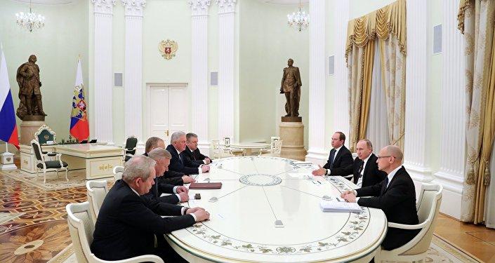 بوتين يجتمع مع حكام إقليميين سابقين