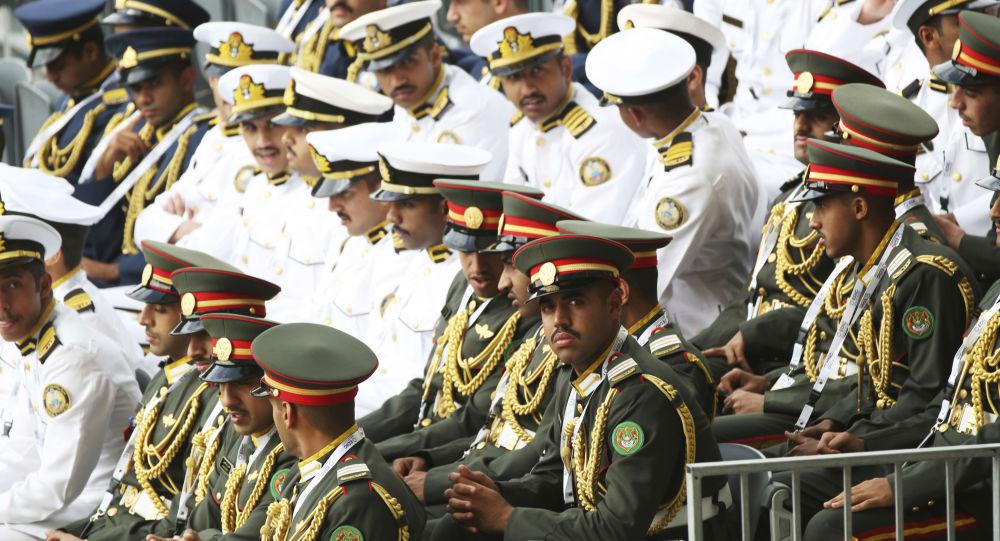 العسكريون الإمارتيون قبيل عرضهم خلال مراسم افتتاح معرض آيدكس الدولي للسلاح والمعدات العسكرية في الإمارات العربية المتحدة