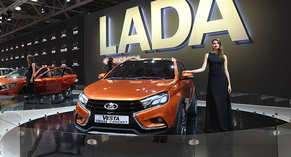 سيارة لادا فيستا