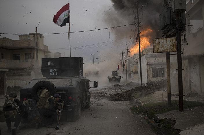 جائزة صورة الصحافة العالمية لعام 2017 (World Press Photo 2017) - فئة تغطية إخبارية للحدث - اسم الصورة المعركة من أجل الموصل !   (Battle For Mosul) - المرتبة الثالثة  للمصور فيليبي دانا